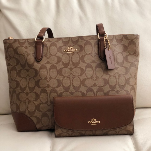 02a99b72b1e5 COACH ZIP TOP TOTE IN SIGNATURE CANVAS   WALLET